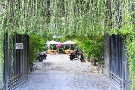 Kubu Kenak Guesthouse Bali - Entrance
