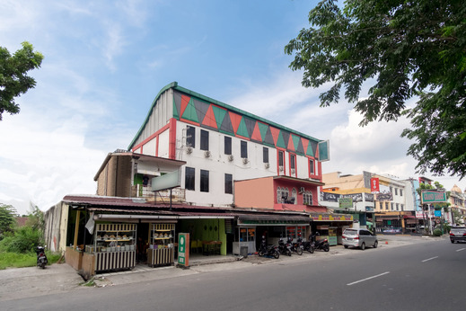 OYO 711 Salam Residence Syariah Medan - Facade
