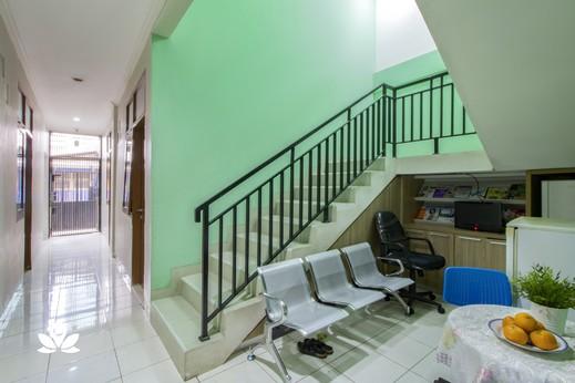 ZEN Rooms Verde Residence Jakarta - Akses Tangga
