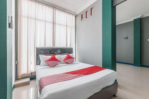 OYO 1319 Puspita Guesthouse Bekasi - Bedroom