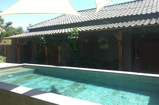 Watukarung Ristu Homestay Pacitan - Pool