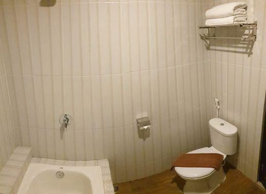 Dedy Jaya Ciledug Hotel Cirebon Cirebon - Bathroom