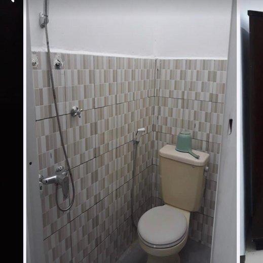 Kost Harian Syariah Pak Didik Sawunggaling Surabaya - Bathroom