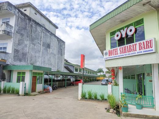 OYO 3098 Hotel Sahabat Baru Singkawang - Facade