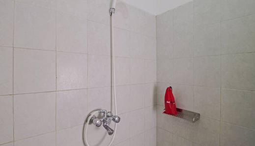 RedDoorz @Radio Dalam Jakarta - Kamar mandi