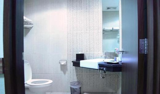Airy Ngarsopuro Gatot Subroto 89 Solo - Bathroom