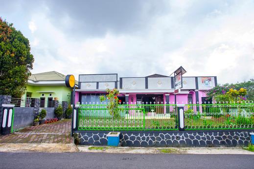 SPOT ON 2719 Homestay Rizqi Syariah Wonosobo - Facade
