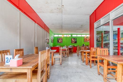 RedDoorz Hostel near Titik Nol Malioboro Yogyakarta - Interior