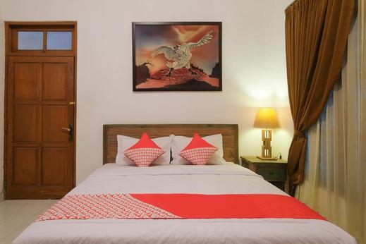 OYO 244 Griya Cemara Homestay Yogyakarta - Bedroom