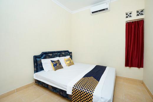 SPOT ON 2653 Omah Mbah Lurah Syariah Yogyakarta - Guestroom