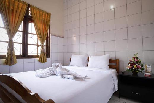 OYO 3694 Gong Corner Guest House 2 Bali - Bedroom