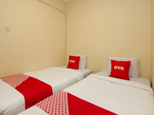 OYO 2045 Hotel 211 Danau Toba - Guestroom S/T