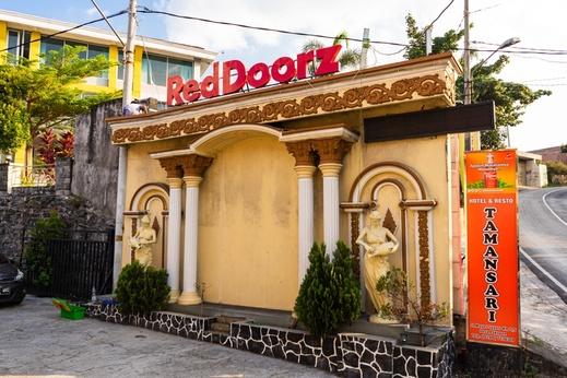 RedDoorz near Jimbaran Market Bandungan Semarang - Photo