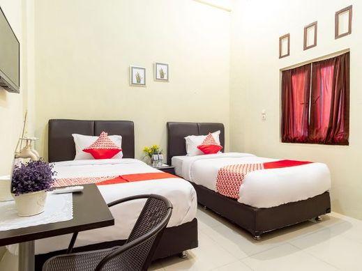 Oyo 1349 Green Elite Syariah Medan - Bedroom