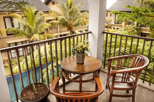Summer Hill Private Villas & Family Hotel Bandung - Balcony