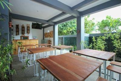 Airy Ungasan Raya Uluwatu Taman Paradise 4 Bali - Cafe