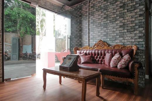 RedDoorz Plus near Budi Luhur University Jakarta Tangerang - Interior
