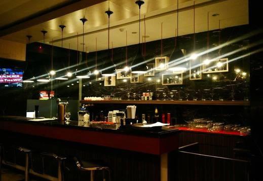 H Clarity Cihampelas - Bar