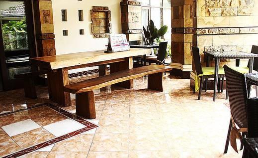 ZEN Rooms Sukajadi Sindang Sirna Bandung - Ruang makan