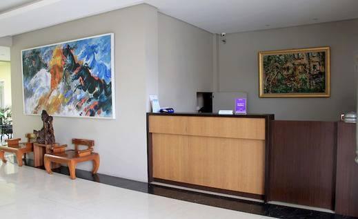 Tinggal Standard Marsekal Suryadharma Tangerang - Resepsionis