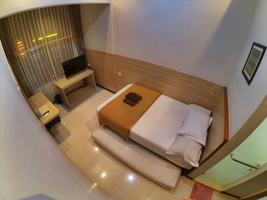 The Cabin Hotel Sutomo Yogyakarta - Big Private Bathroom
