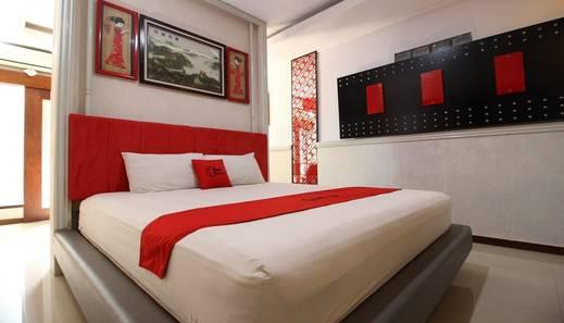 RedDoorz Plus near Tugu Jogja 2 - Kamar Tamu