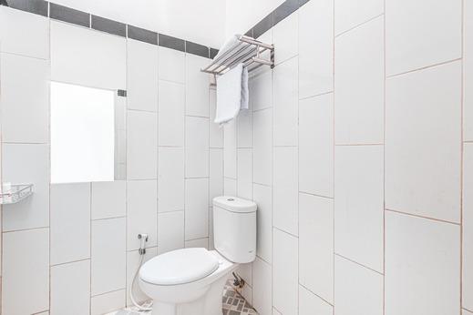 OYO 1742 Safa Alya Bekasi - Bathroom