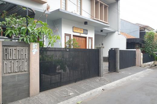 SPOT ON 1792 Roemah Nenekoe Guest House Bandung - Facade