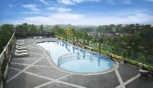 Platinum Hotel & Convention Hall Balikpapan Balikpapan - Swimming Pool