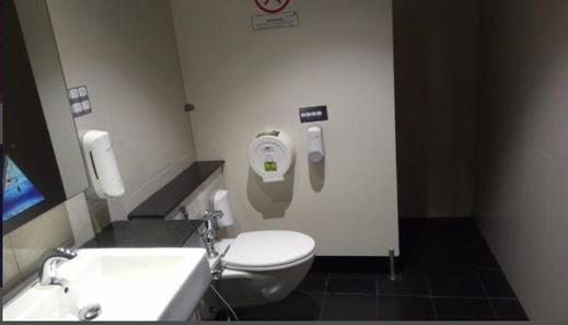 Digital Airport Hotel Tangerang - Bathroom
