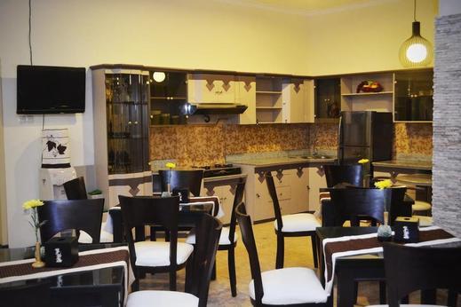Srikandi Guest House Malang - restaurant