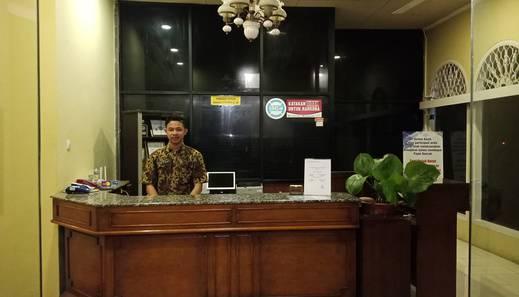 Hotel Griya Tirta Pangkalpinang - Receptionist