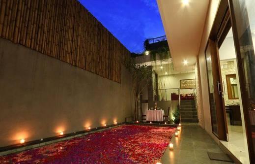 Royal Nyanyi Villa Bali - Kolam Renang