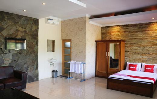 OYO 1722 Villa Ciparay Indah Garut - Guestroom Su/D