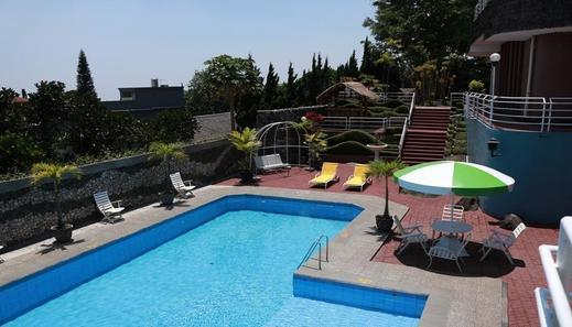 Hotel Tanjung Plaza Prigen - Pool