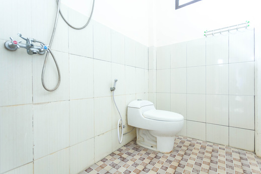SPOT ON 1894 Khanida Lombok - Bathroom