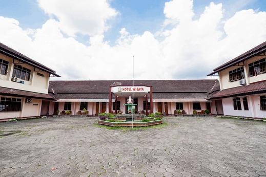 OYO 2495 Hotel Wijaya Banyumas - Facade