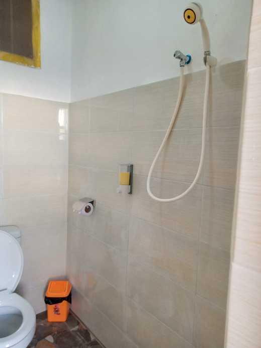 Thalia Guesthouse Banyuwangi - kamar mandi