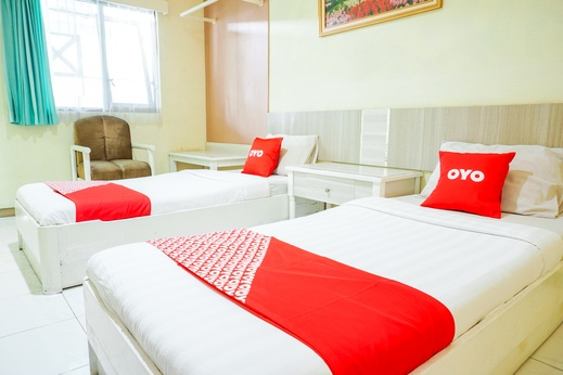 OYO 2085 Chrysanta Near RSUP Hasan Sadikin Bandung - Bedroom