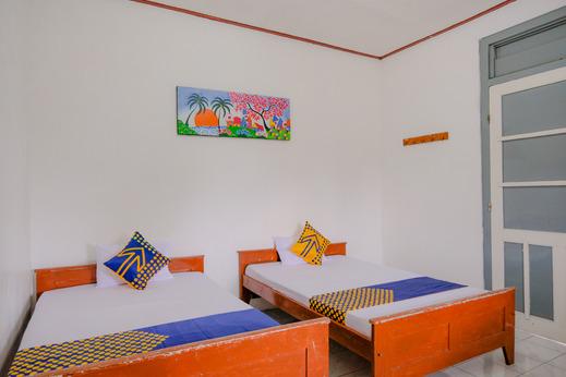 SPOT ON 2638 Hotel Raya Magetan - Spot On Twin Room