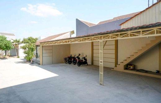 Villetta House Syariah Kudus - Parking Area