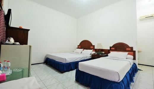 Berlian Abadi Hotel Banyuwangi - Bedroom