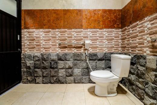 Kinasih Homestay Jogja - Bathroom