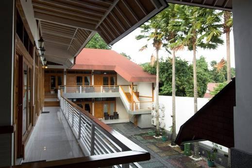 RedDoorz Plus @ Hegarmanah Bandung - Eksterior