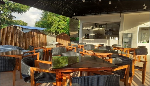 East Marina Guesthouse Manggarai Barat - Restaurant