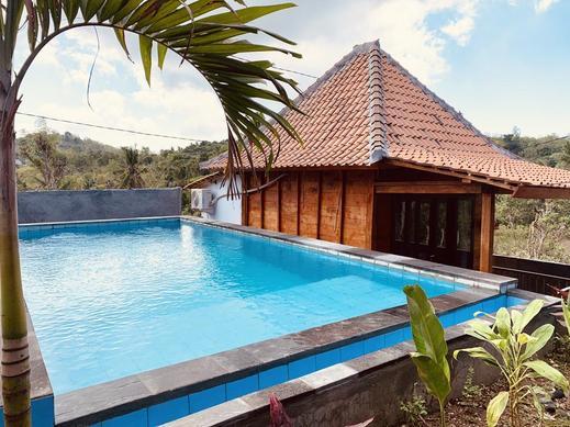 Raja Bungalow by WizZeLa Bali - Pool