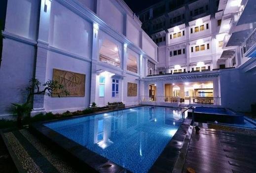Royal Darmo Malioboro Hotel Yogyakarta - swimming pool