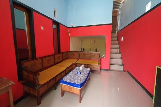 OYO 3969 Villa Bu Kris Mojokerto - Reception