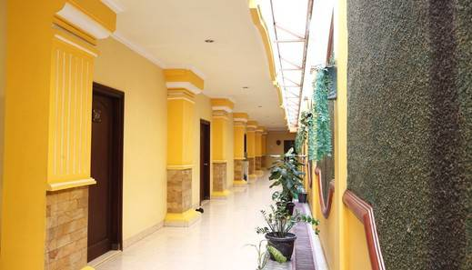 RedDoorz near Ambarukmo Plaza 3 Gerongan - Exterior