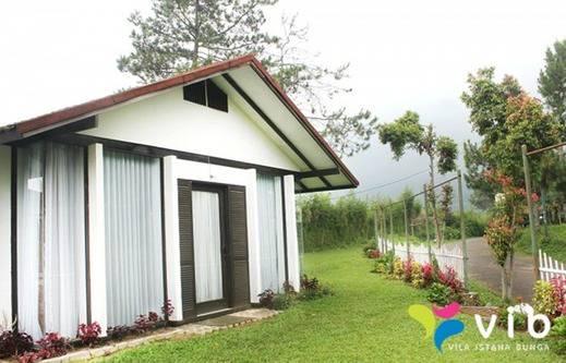 Villa Lavender Istana Bunga Lembang Bandung - Eksterior